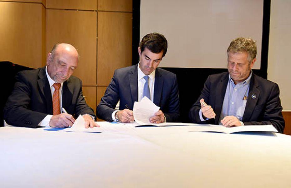 Se firmó también un convenio para entrega de equipamiento por 8 millones de euros.