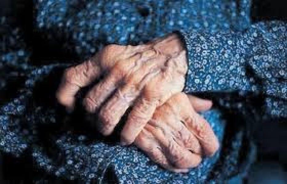 La mujer de 97 años recibió fuertes golpes de parte de su hijo por no querer darle dinero.