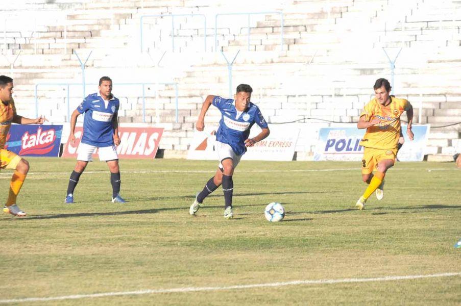 Motta y Herrera, uno que vuelve al once titular hoy.