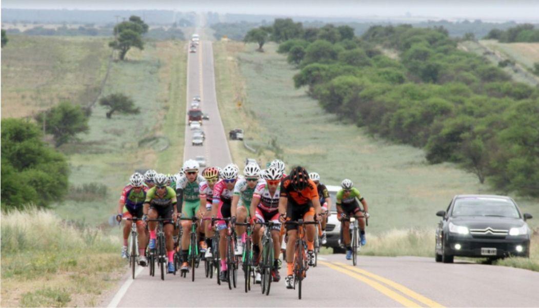 El paisaje de la segunda etapan de La Vuelta a La Pampa de ciclismo que ayer disputó la segunda etapa, donde se impuso Román Mastrángelo