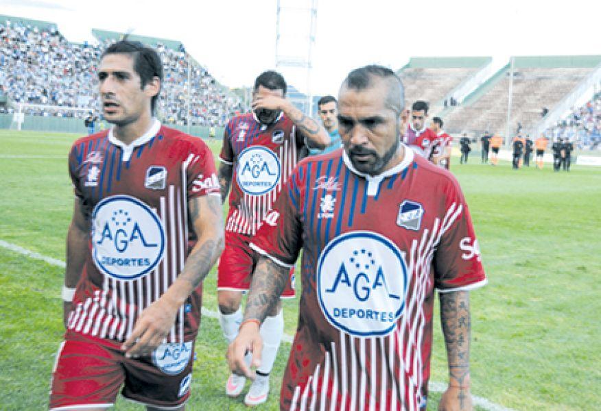 "More e Ibáñez. Frente a Sarmiento, el ""Santo"" se juega sus chances clasificatorias."