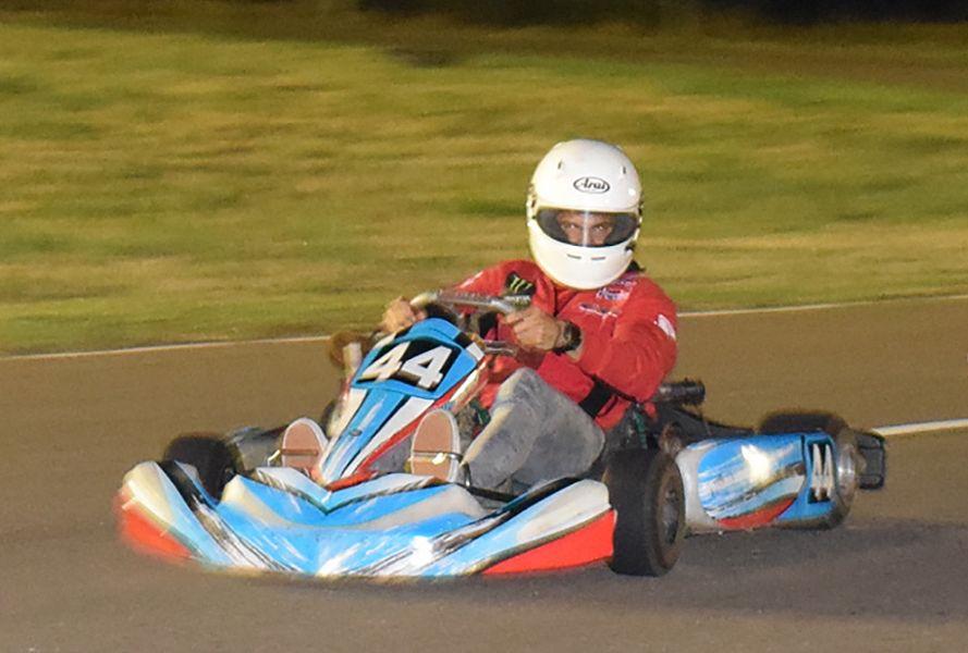 Kevin Benavides deleitó con un show en motos y el kart.
