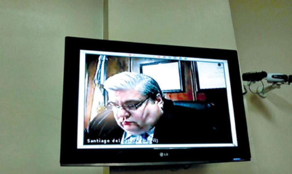 El juez virtual para Reynoso, Federico Bothamley, siguió atentamente el desarrollo del juicio a Reynoso por video conferencia.