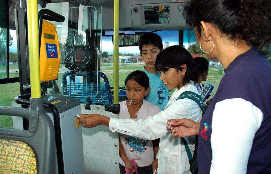 La AMT advirtió el abuso de pases gratuitos de estudiantes primarios, secundarios y universitarios.
