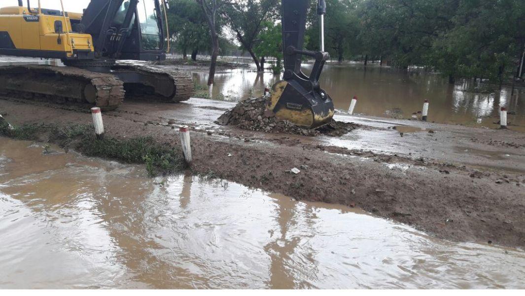 En Misión La Paz los trabajos sobre la ruta que generaron piletones gigantes lo que provoca inundación de viviendas de la zona.