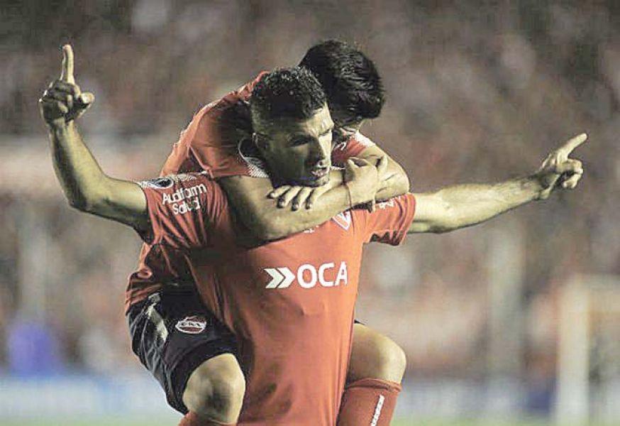 La boca llena de gol. Emanuel Gigliotti vive el mejor presente desde que llegó al Rojo. Marcó el empate.