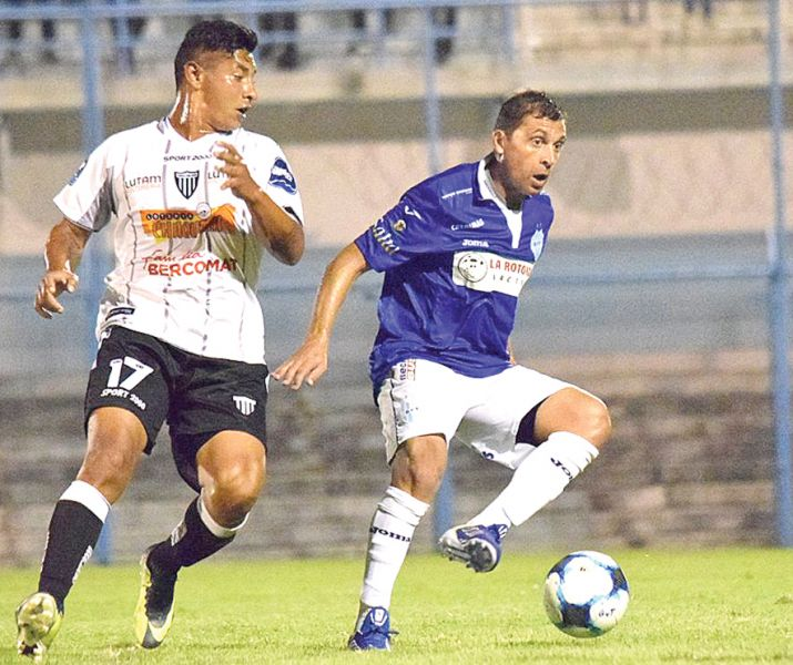 A pesar de la derrota, el Albo fue reconocido por el público que fue al Gigante del Norte.  Foto: Realidad Deportiva.