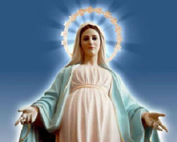 La Iglesia Católica contempla la posición especial de María por ser madre de Cristo.