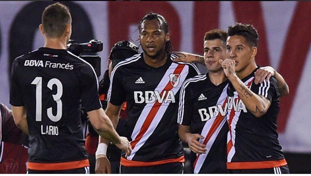 River se reencontró con su fútbol y goleó a Vélez.