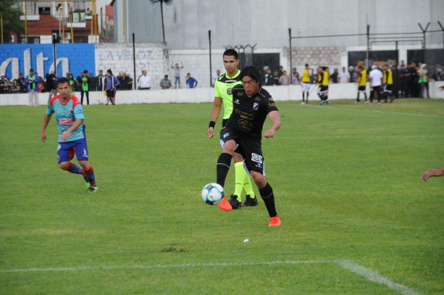 """El delantero del """"Cuervo"""" quedará afuera del primer partido final ante Racing de Córdoba."""