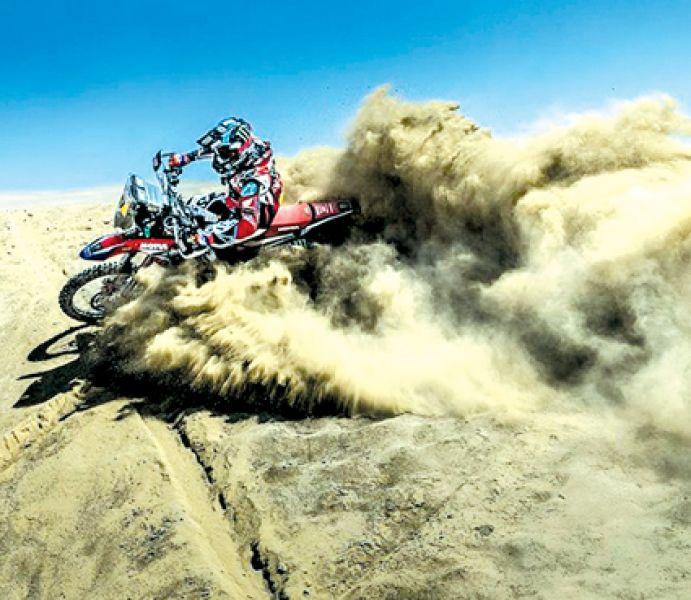 Benavides probando su moto en Lima. Es la esperanza e ilusión argentina y salteña para el Rally.