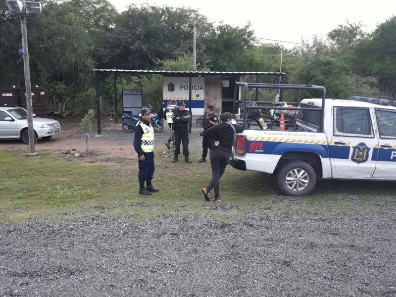 Control policial en Coronel Moldes sobre ruta 68, donde fue identificada la joven