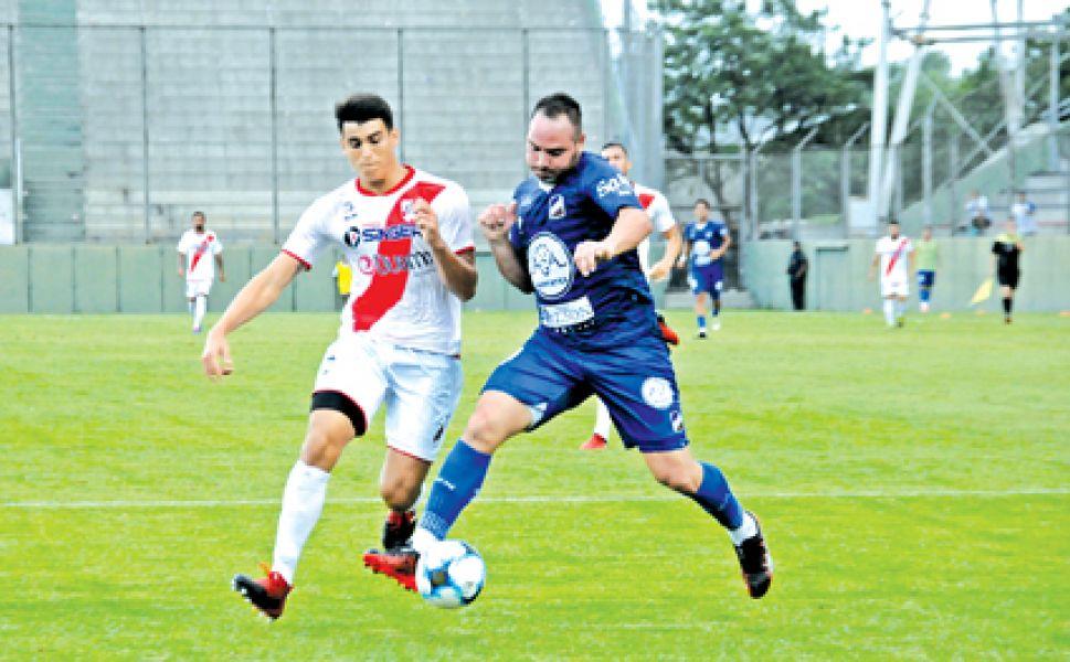 """La """"Chancha"""" Zárate en una de las acciones frente a Guaraní. Fue uno de los jugadores """"resistidos"""" por el hincha."""