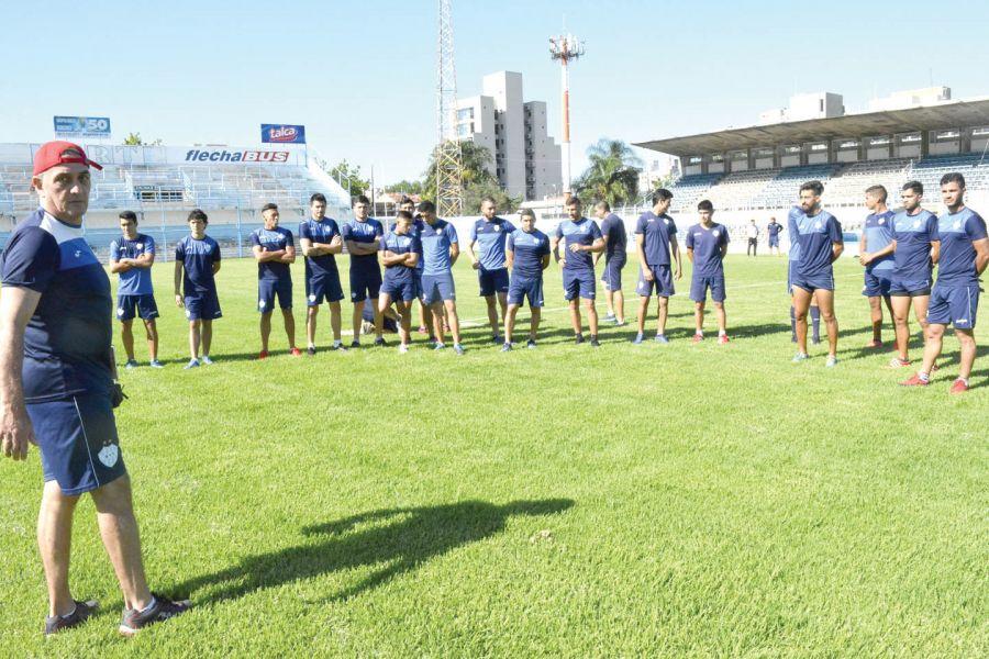 El Tano Riggio definió el equipo que el domingo se  medirá con uno de los  candidatos.