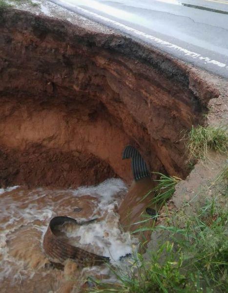 El agua socavó la base de la ruta nacional 34. Y también la 50 cerca de Aguas Blancas.