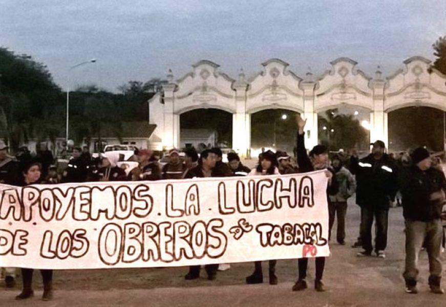 Los trabajadores de Tabacal seguirán en plan de lucha en rechazo de los despidos de la empresa.