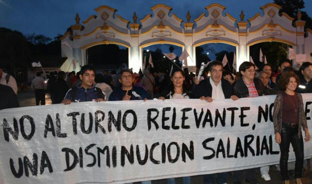 Semanas atrás el Ingenio El Tabacal despidió a un número no preciso de obreros y anunció el cierre de la empresa.