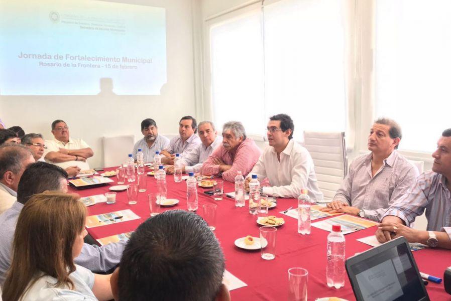El secretario de Asuntos Municipales Miguel Calabró reunido junto a nueve intendentes escuchó el reclamo del Foto de Intendentes.
