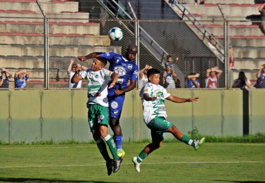 Yony Angulo se mantendría entre los once titulares para enfrentar la Copa Argentina esta noche, ante San Jorge.
