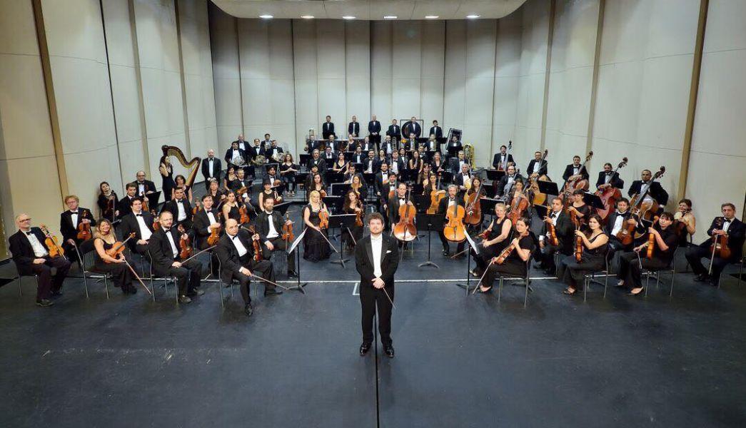Un emotivo y excelente debut oficial tuvo el maestro Noam Zur al frente de la Orquesta Sinfónica de Salta.