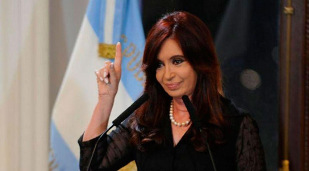 Cristina Kirchner sostiene que la mayoría del Gabinete está involucrado en los escándalos de cuentas ocultas en paraísos fiscales.