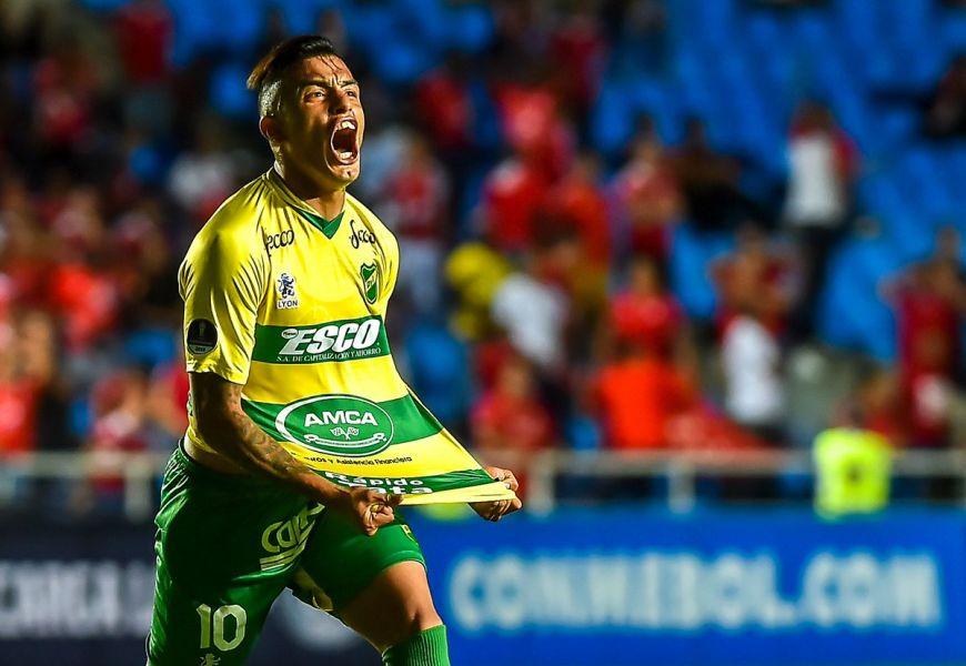 Defensa y Justicia venció 3-0 al América de Cali en Colombia, con lo que dio vuelta la caída 1-0 en Argentina.