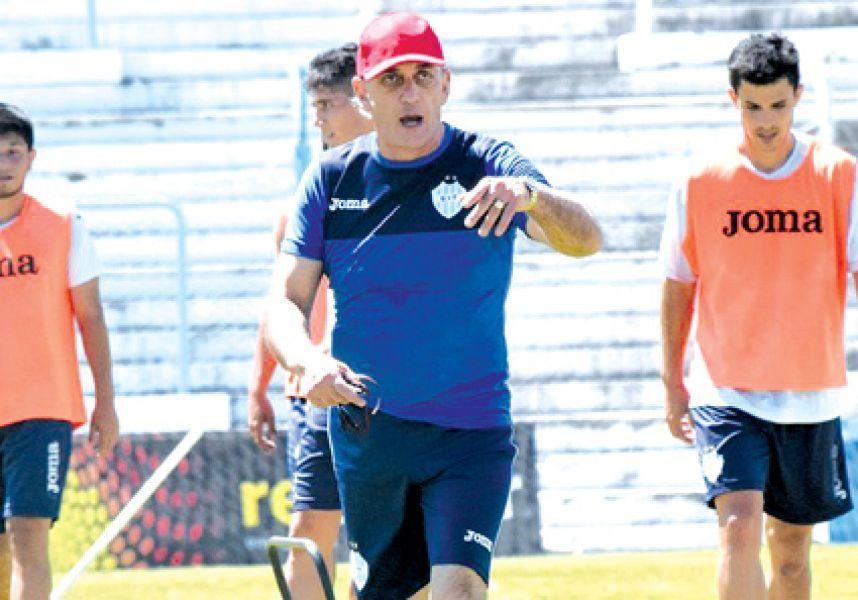 """Víctor Riggio DT del """"millonario""""."""