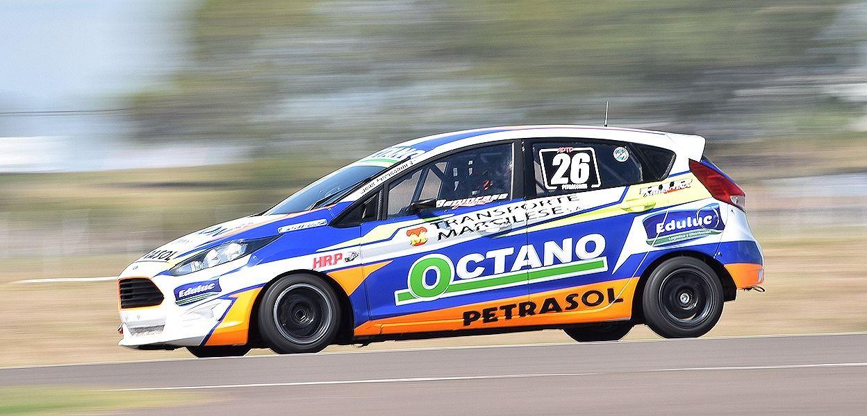 El Ford Fiesta de Lucas Petracchini, que en su segunda carrera tras el retorno a las pistas, fue 2° en su serie.