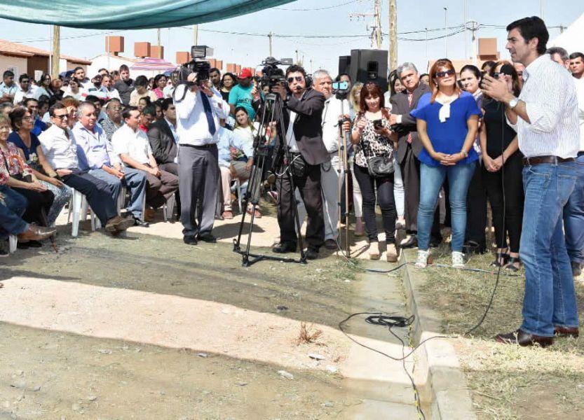Urtubey en el acto de entrega de viviendas en Rosario de la Frontera. Salta encabeza la lista de las provincias que más viviendas entrega en el país.