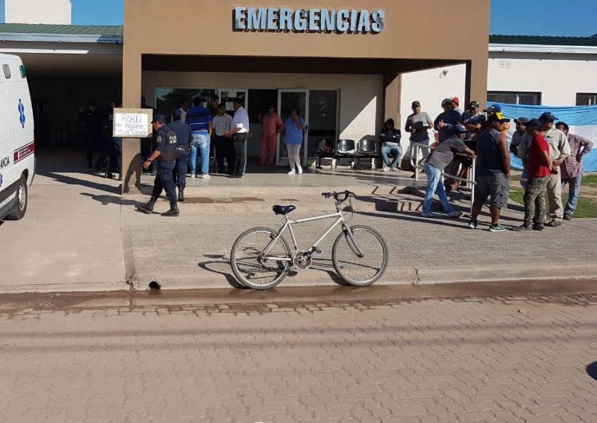 Los guardias de seguridad del Hospital de El Quebrachal seguirán con las medidas de fuerza pese a las amenazas. (Foto Anta Periodismo).