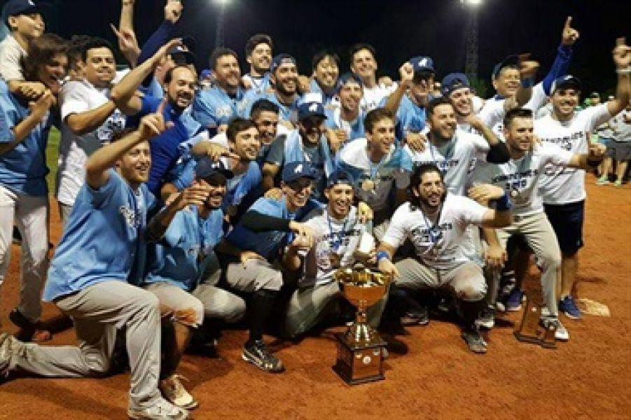 El festejo del campeón sudamericano con siete salteños.