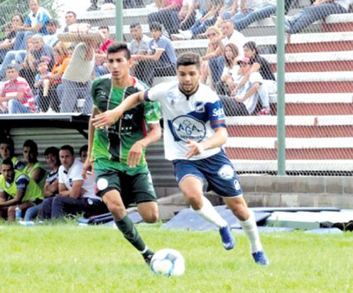 Agustin Bellone,  lateral de Juventud Antoniana.