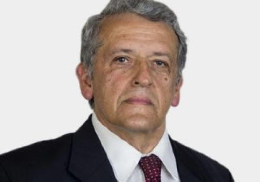 """Gregorio Caro Figueroa, director de la biblioteca de gestión privada """"Armando Caro Figueroa""""."""