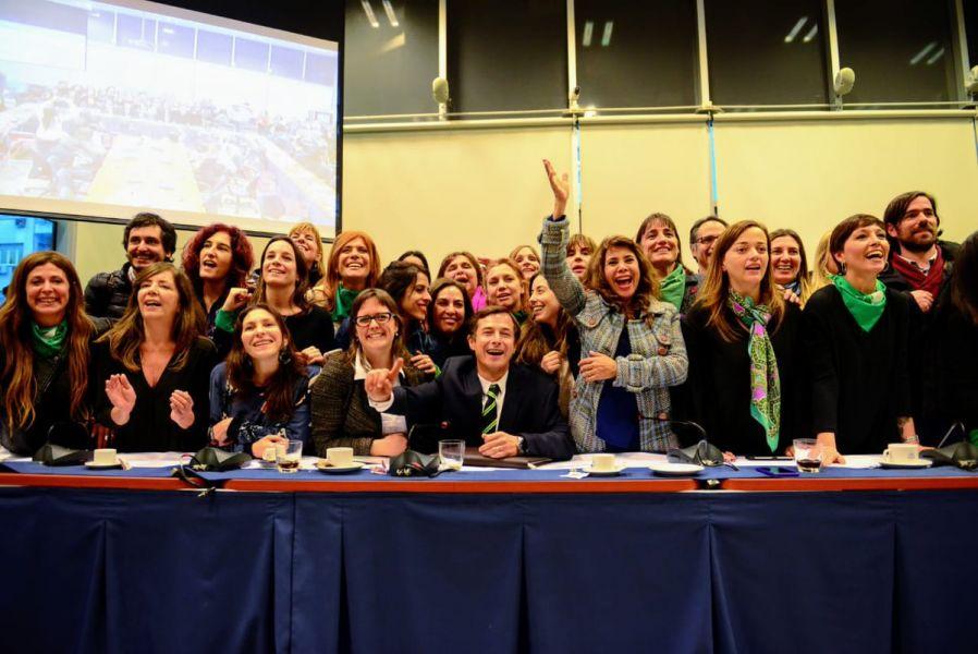 Con  Votos A Favor Y  En Contra El Aborto Legal Logro Dictamen