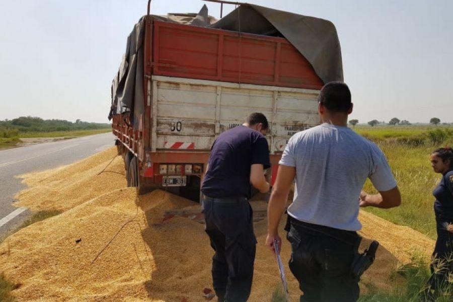 La demanda por el flete de granos se originó la semana pasada con cortes en las rutas y derrame de granos a quienes no se adherían.
