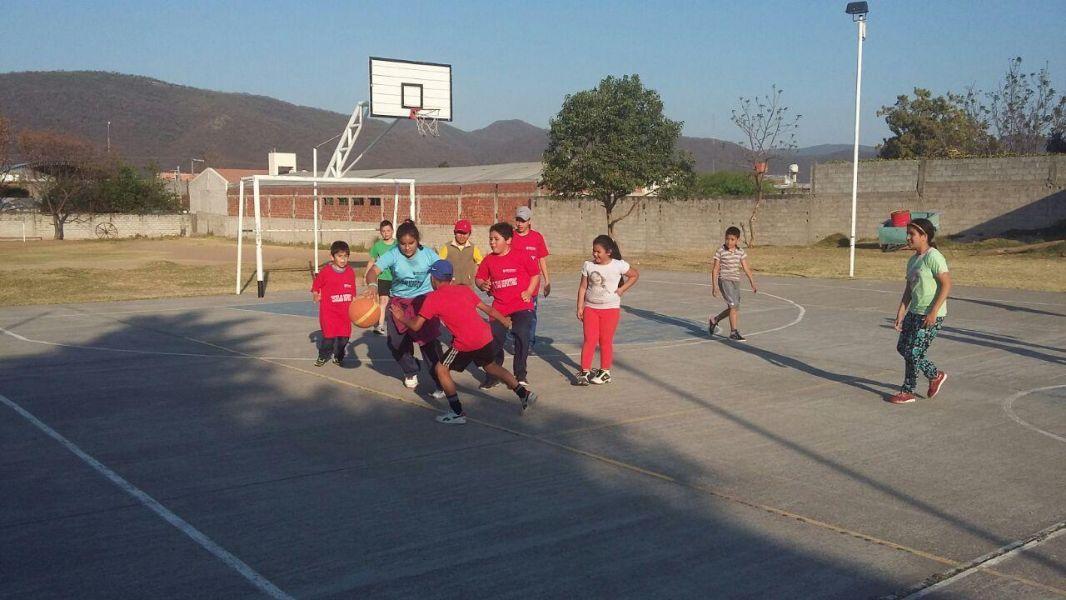 Escuela de basquetbol en Vicente Sola