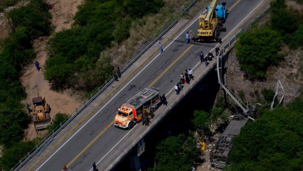 El colectivo se dirigía a Jujuy previa a desbarrancar