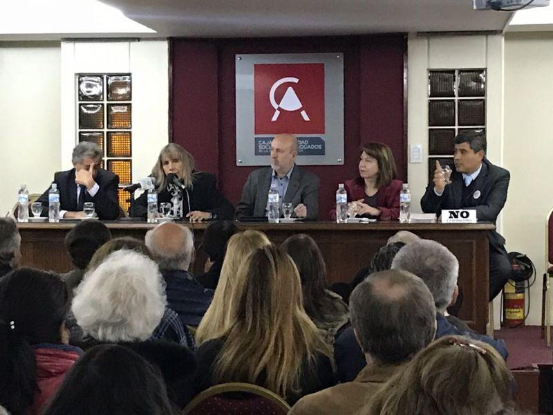 En uno de los debates sobre una eventual reforma se advirtió que estaríamos reformando nuestra constitución cada ocho años promedio.