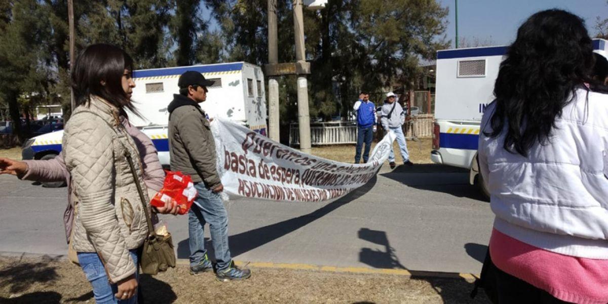 Metanenses afirman que no cumplieron con el comienzo de las obras, lo que desató la protesta ayer frente a Casa de Gobierno.