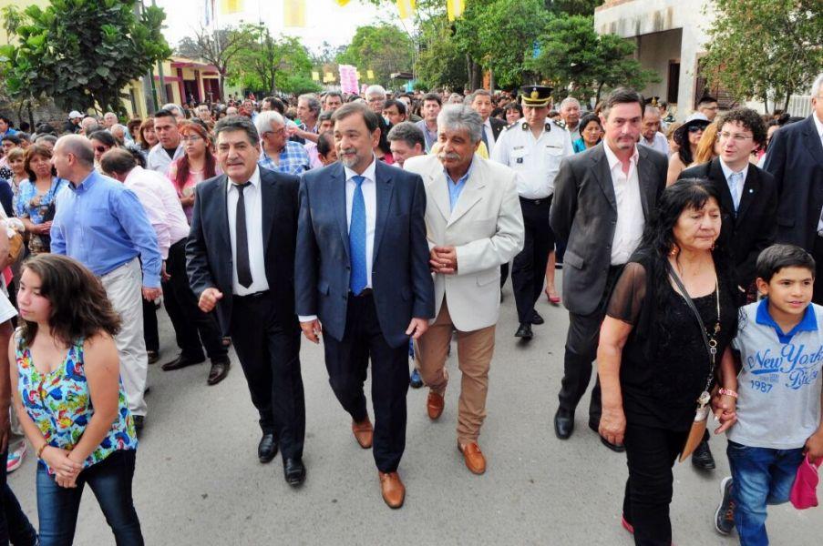 El vicegobernador Isa encabezó la procesión.