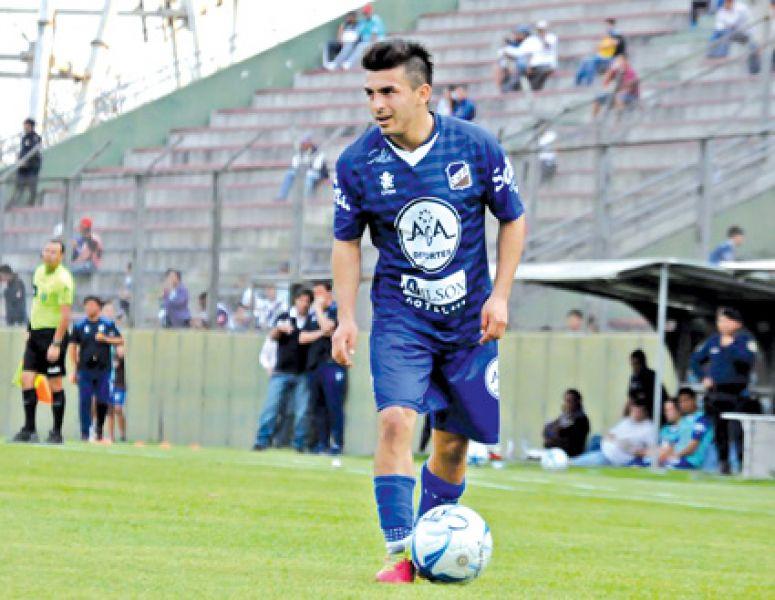 Juan Molina salió con un golpe en la rodilla.