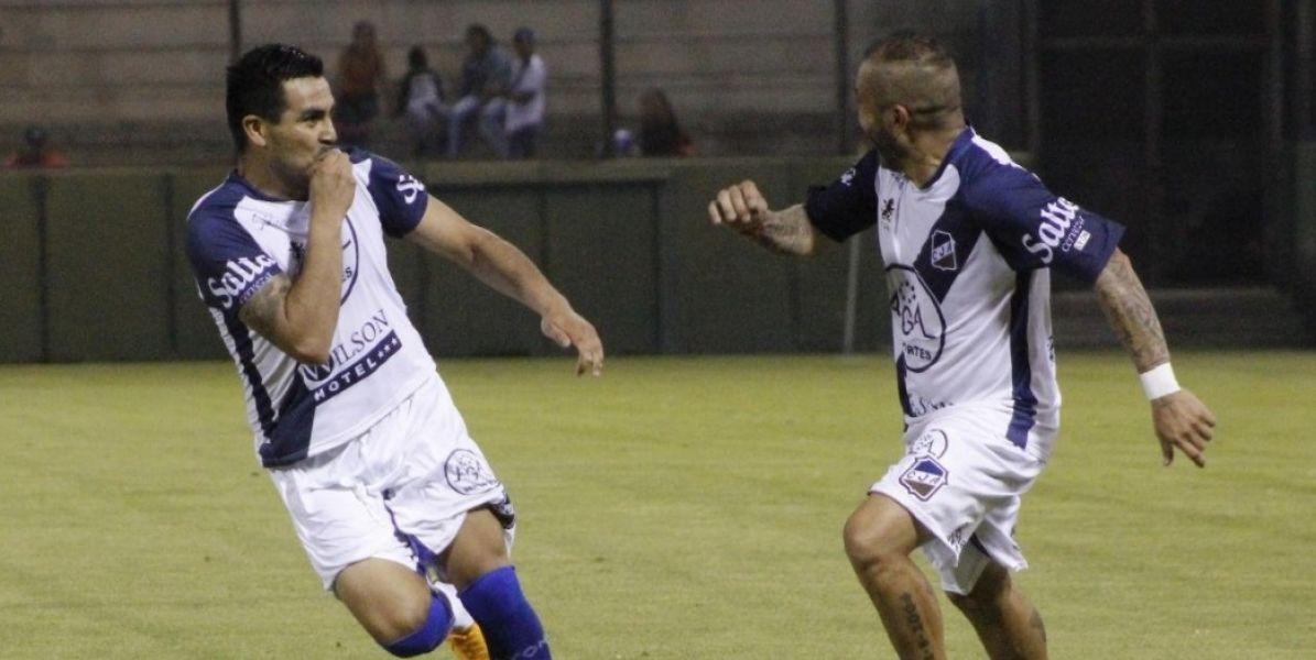 Claudio Acosta celebra su gol con el Ratón Ibáñez. Foto: E. Yufra.