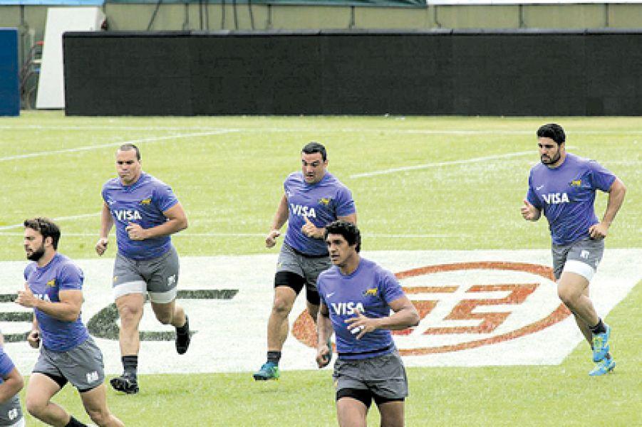 Los Pumas durante el Captain's Run ayer, en el Estadio Martearena.