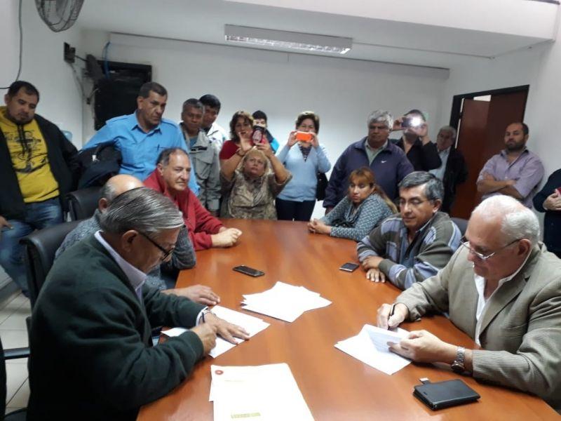 Serrudo y García Salado, firman el acta salarial final del 27,5% global para los agentes de la administración municipal.