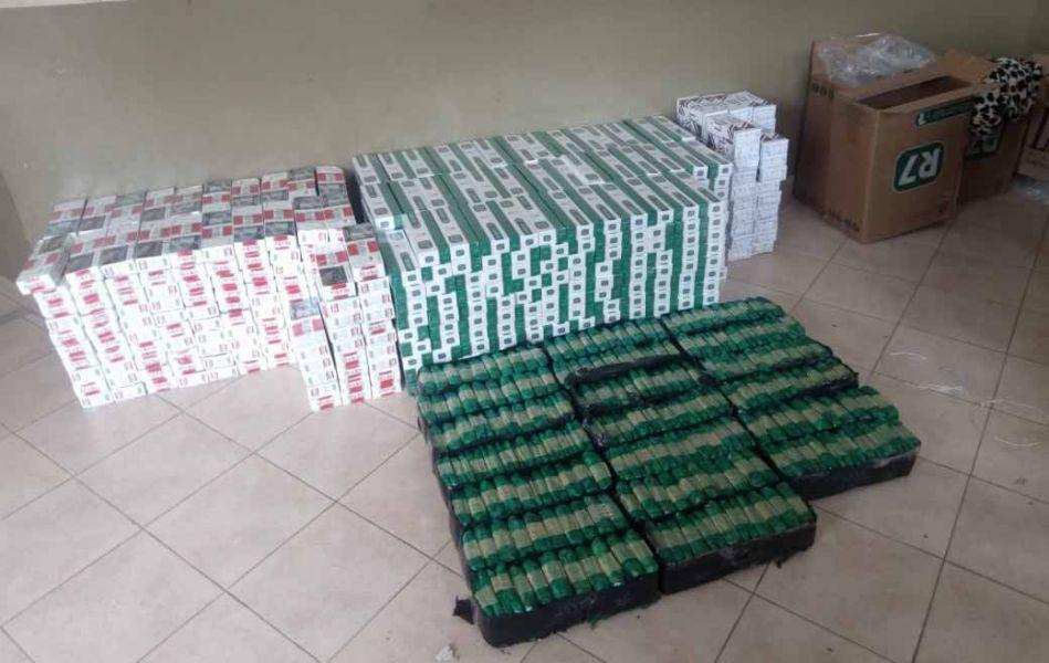 Tras una persecución se atrapó a una mujer contrabandista de miles de cigarros y varios kilos de hojas de coca.