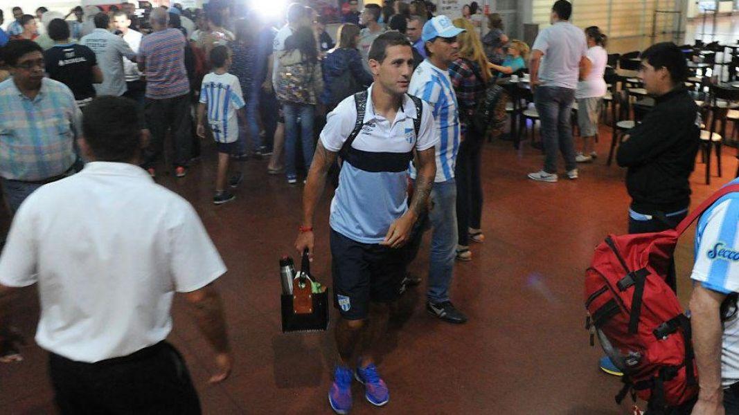 La gente copó el aeropuerto tucumano esperando a Atlético