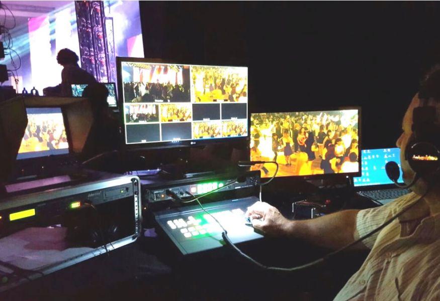 Los derechos de exclusividad televisiva de la Serenata 2017 cedidos a un canal local en el centro de la polémica.