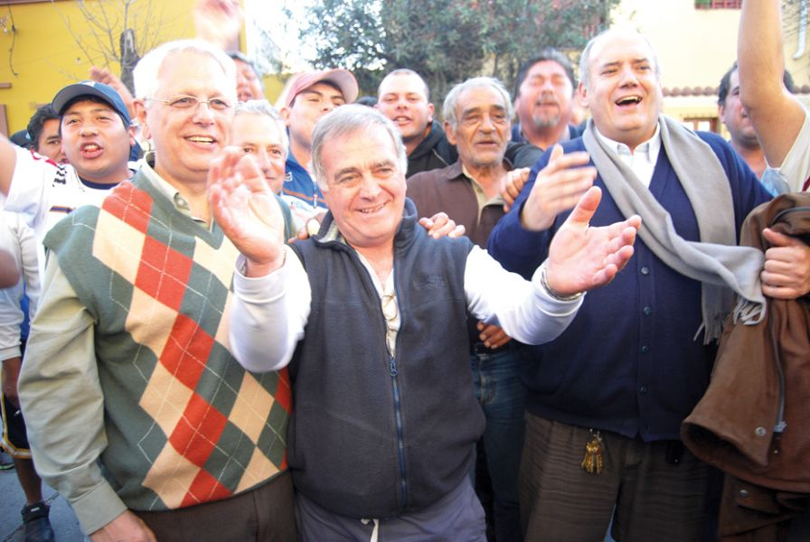 José Muratore (medio), encabezando la lista Rafael Ale, buscará por la reelección.