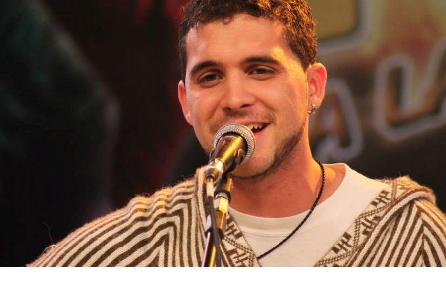 El cantante Matías Casasola se presenta su disco este sábado 18 de marzo en la Casa de la Cultura.