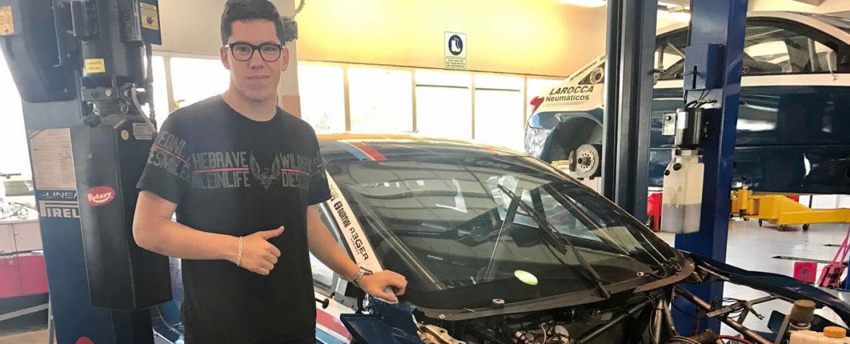 Gregorio Conta junto a su Chevrolet Cruze de TC 2000.